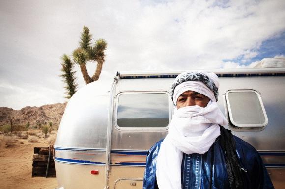 Out les chameaux, les néo-nomades préfèrent les vans. © Marie Planeille