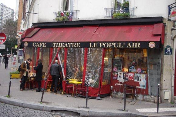 Café-théâtre dans le XXe, vestige de la culture populaire et ouverture vers le public bobo. © Mathieu Rollinger
